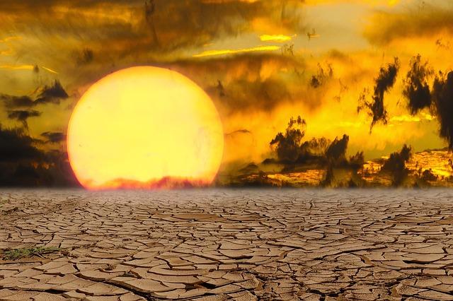 západ slunce za pouští